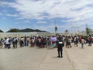 Se manifiestan integrantes de la UCIZONI en la Refinería de Salina Cruz. (5)