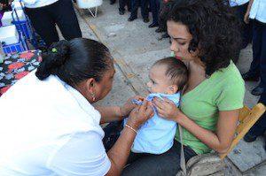 5 NOV 2014 Aplicación de la vacuna antiinfluenza a  menor de 2 años