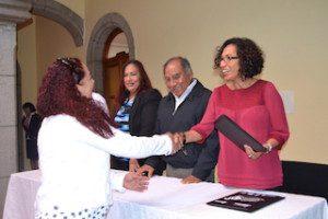 02 febrero 2015 Directora IMO entrega de diplomas en Clausura de Diplomado