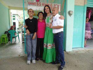A su paso por las principales calles de MatÃ-as Romero, Yarith Tannos recibió muestras de apoyo por parte de los ciudadanos con los que se comprometió a mejorar los servicios de salud