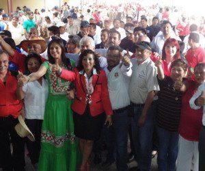 Al terminar el evento los integrantes de la CTM respaldaron la candidatura de Yarith Tannos con quienes se comprometieron a votar por ella el próximo 7 de junio