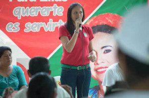 La abanderada priista recalcó su compromiso con las mujeres para gestionar créditos para ellas que son el pilar de la economÃ-a local