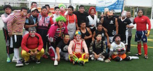 Equipos Los Payasos y Los Luchadores conviven en encuentro deportivo