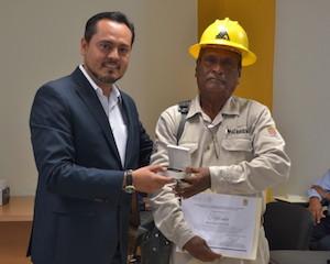 21 DIC 2015 Entregan Premio Nacional de Antiguedad por 50 años de Servicio Pùblico, Octavio Rosas Rosas